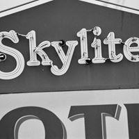 Skylite Motel logo