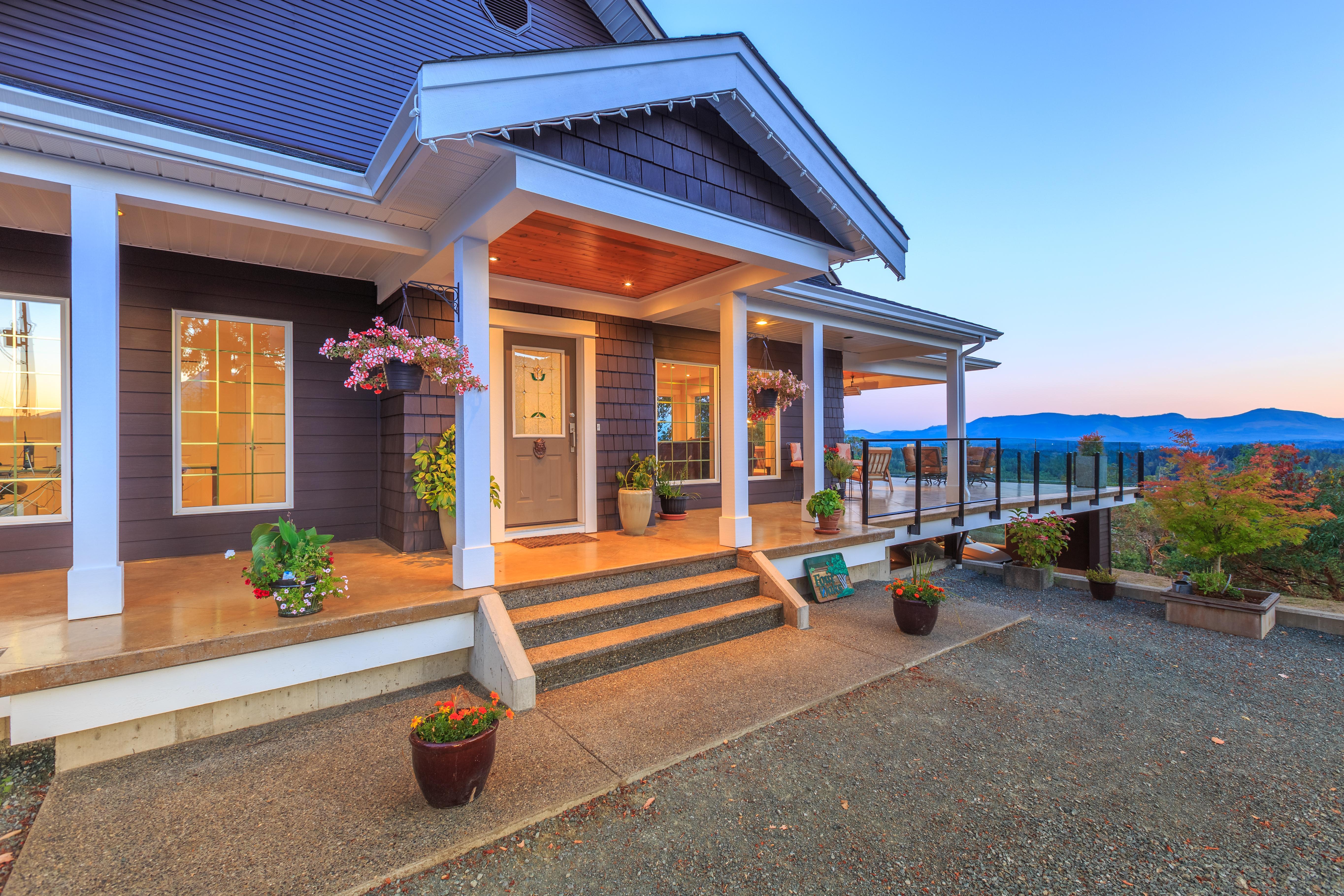 Jahelka Real Estate Group: Royal LePage Nanaimo Realty logo